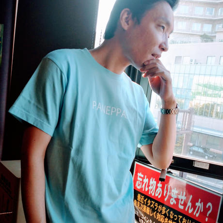 やわらかなカラーが日常にひっそり溶け込む【PANEPPA】Tシャツ。鶴見川の遊歩道の風が合う。