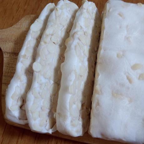 はじめてのテンペ作りセット  テンペ菌と脱皮大豆 8回分と簡単テンペメーカー進呈
