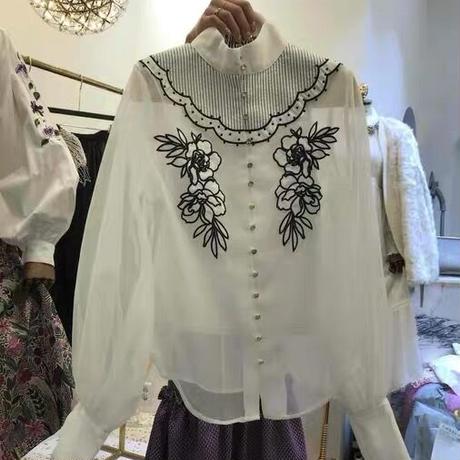 透けフラワー刺繍バルーンスリーブシャツ