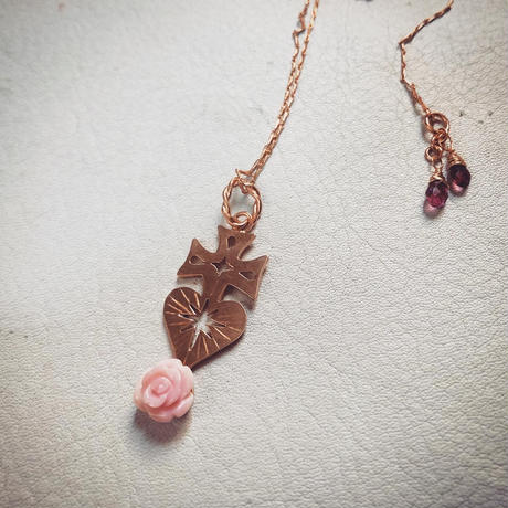 SACRED HEART queen conch shell necklace