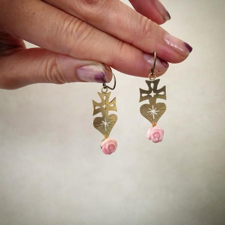 SACRED HEART queen conch shell rose earrings
