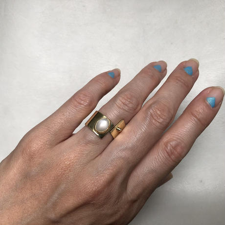 SLIT RING stone :white moonstone   :brass