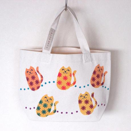 ☆お買い物に♪お散歩に♪便利に使えるミニトートバッグ(白地・お花ネコ)