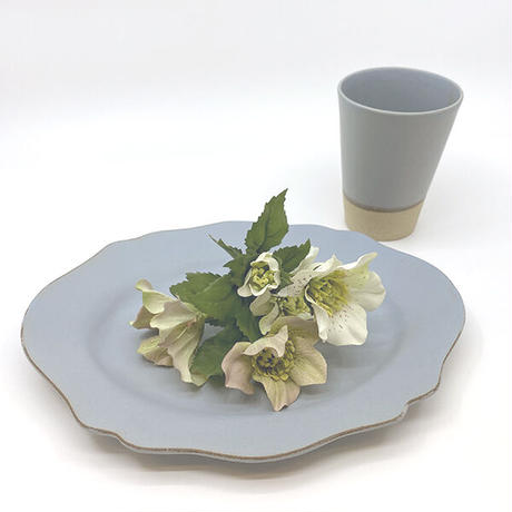 笠間焼 / うすくて軽い輪花皿ブルームワイド(艶消しのグレー )