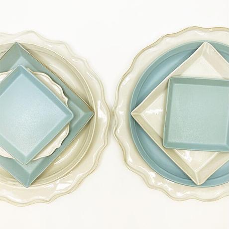 笠間焼 / うすくて軽いプレート(角)(M)  艶消しの水色