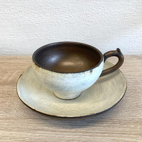 笠間焼 / カップとソーサーのセット(粉引・ラスター)A
