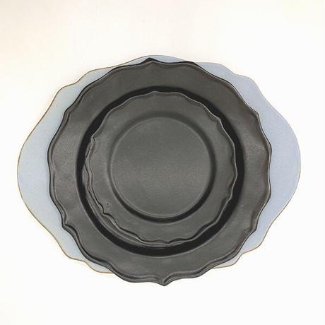 笠間焼 / うすくて軽い輪花皿ブルーム(M)(黒)