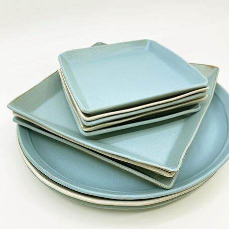 笠間焼 / うすくて軽い丸皿(L)  艶消しの水色