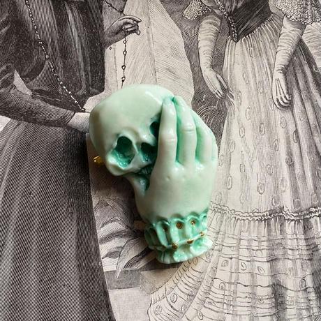 骸骨と貴婦人の手(アブサン)