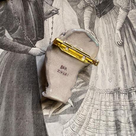 骸骨と貴婦人の手(グレージュ)