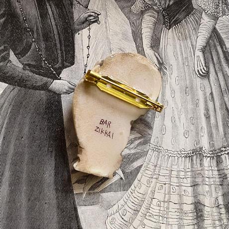 骸骨と貴婦人の手(象牙色)