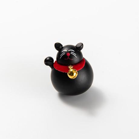 起き上がり黒猫