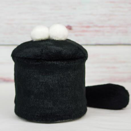 ペット用骨壺カバー / サイズ:4寸 / ベース:黒 / ボンボン:白・白 / しっぽ:黒(S197)