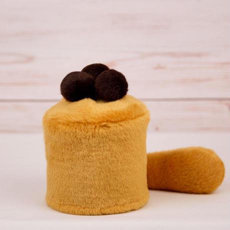 ペット用骨壺カバー / サイズ:3寸 / ベース:ブラウン / ボンボン:ダークブラウン・ダークブラウン・ダークブラウン / しっぽ:ブラウン(S045)