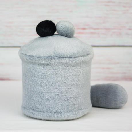 ペット用骨壺カバー / サイズ:4寸 / ベース:グレー / ボンボン:グレー・黒 / しっぽ:グレー(S157)