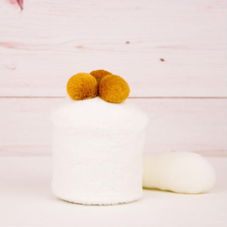 ペット用骨壺カバー / サイズ:3寸 / ベース:白 / ボンボン:ブラウン・ブラウン・ブラウン / しっぽ:白(S079)