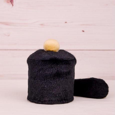 ペット用骨壺カバー / サイズ:3寸 / ベース:黒 / ボンボン:クリーム / しっぽ:黒(S067)