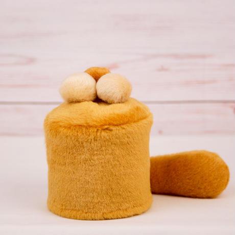 ペット用骨壺カバー / サイズ:3寸 / ベース:ブラウン / ボンボン:クリーム・クリーム・ブラウン / しっぽ:ブラウン(S055)