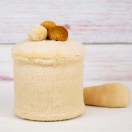 ペット用骨壺カバー / サイズ:4寸 / ベース:クリーム / ボンボン:クリーム・ブラウン・ブラウン / しっぽ:クリーム(S175)