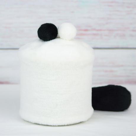 ペット用骨壺カバー / サイズ:4寸 / ベース:白 / ボンボン:黒・白 / しっぽ:黒(S143)