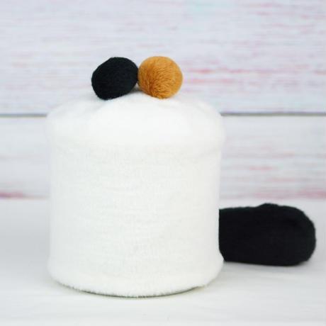 ペット用骨壺カバー / サイズ:4寸 / ベース:白 / ボンボン:ブラウン・黒 / しっぽ:黒(S134)