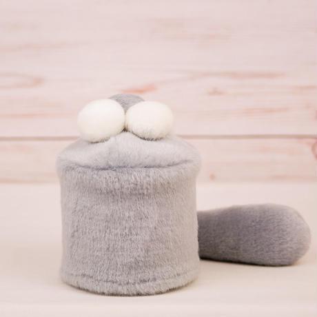 ペット用骨壺カバー / サイズ:3寸 / ベース:グレー / ボンボン:白・白・グレー / しっぽ:グレー(S034)