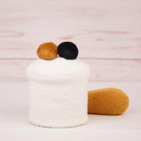 ペット用骨壺カバー / サイズ:3寸 / ベース:白 / ボンボン:ブラウン・黒 / しっぽ:ブラウン(S108)