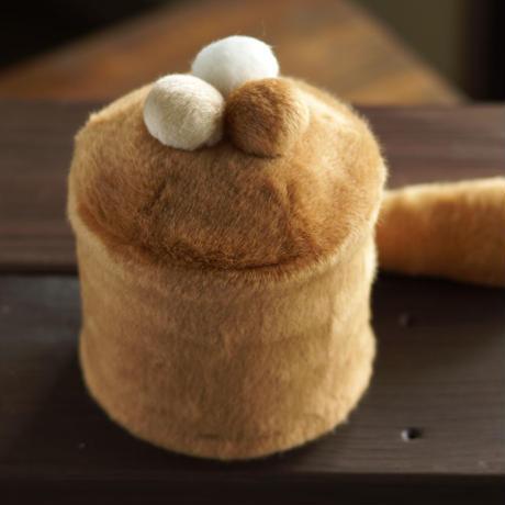 ペット用骨壺カバー / サイズ:4寸 / ベース:ブラウン / ボンボン:ブラウン・クリーム・白 / しっぽ:ブラウン(S218)