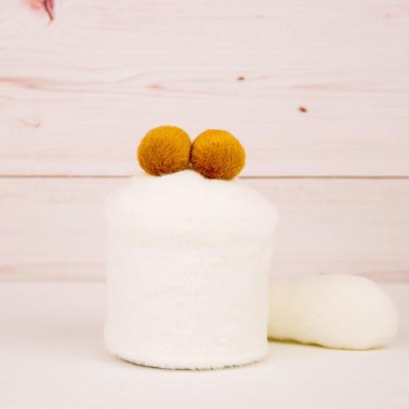ペット用骨壺カバー / サイズ:3寸 / ベース:白 / ボンボン:ブラウン・ブラウン / しっぽ:白(S080)