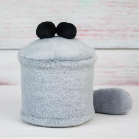 ペット用骨壺カバー / サイズ:4寸 / ベース:グレー / ボンボン:黒・黒 / しっぽ:グレー(S160)