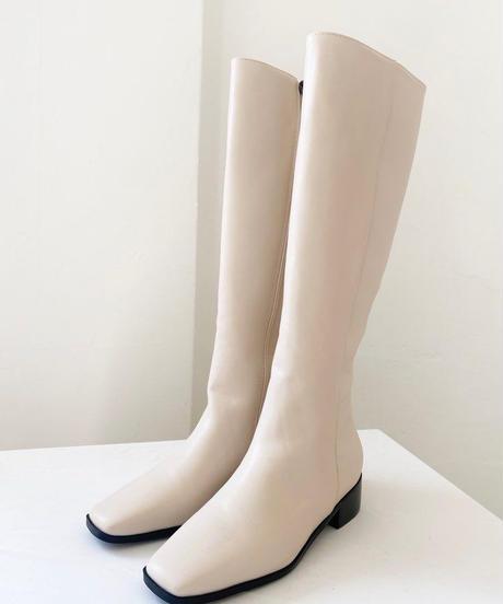 ローヒールロングブーツ