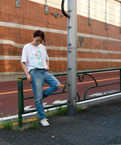 すしお×And A『SiCK & POSiTiVE GiRLS』#6 Graphic T-shirt