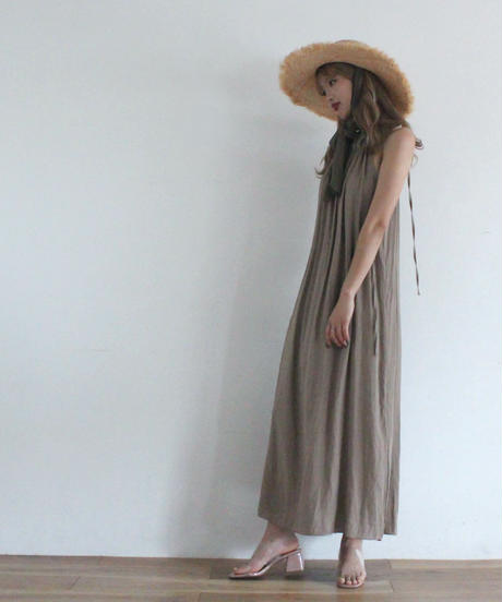 high neck no sleeve one piece (S19-04049K)
