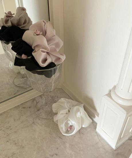 satin petit rose scrunchie (black)