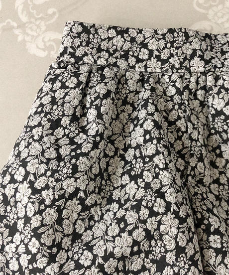 【last 1】flower balloon short pants -black×white-