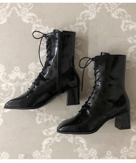lace up enamel short boots