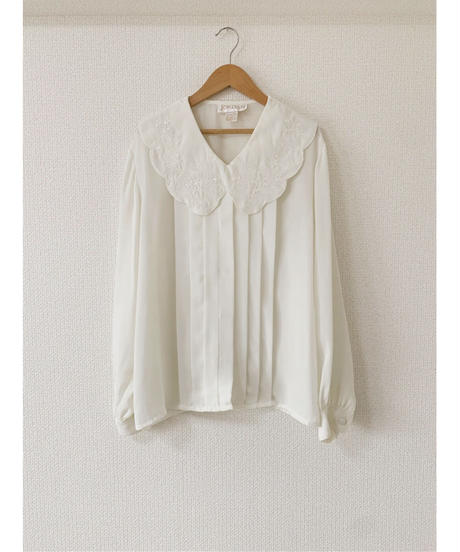 used us white blouse