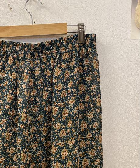 のんびり過ごす花柄スカート3007