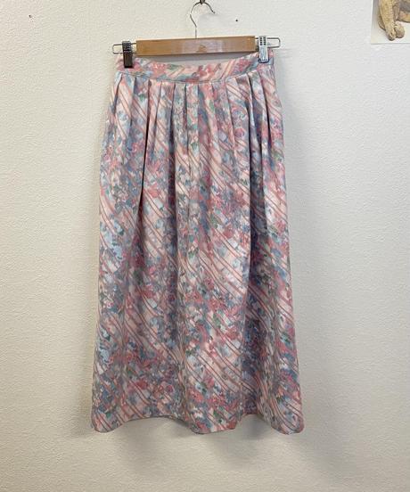 華やかな気持ちになるスカート1803