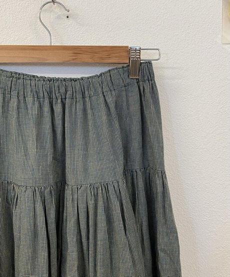 負けず嫌いな性格のスカート3479