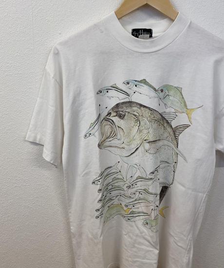 自由に泳ぐ魚のTシャツ3446