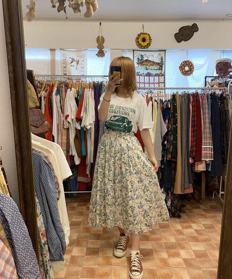 花束を買いに行くスカート3749