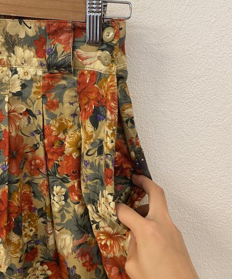 音楽会の練習をする花柄スカート4079