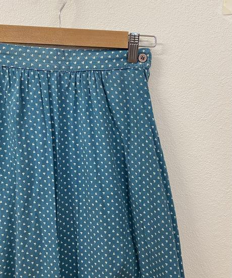 水溜りで遊ぶスカート3747