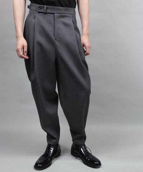 two tuck tapered pants/D.GRAY