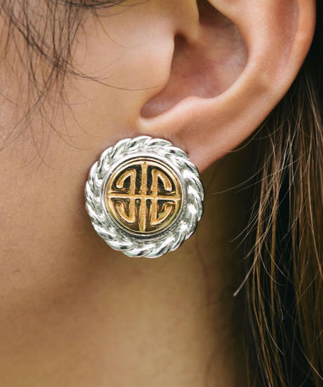 GIVENCHY/ circle logo earring.