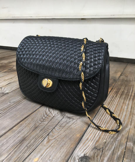 BALLY/ quilting chain shoulder bag.