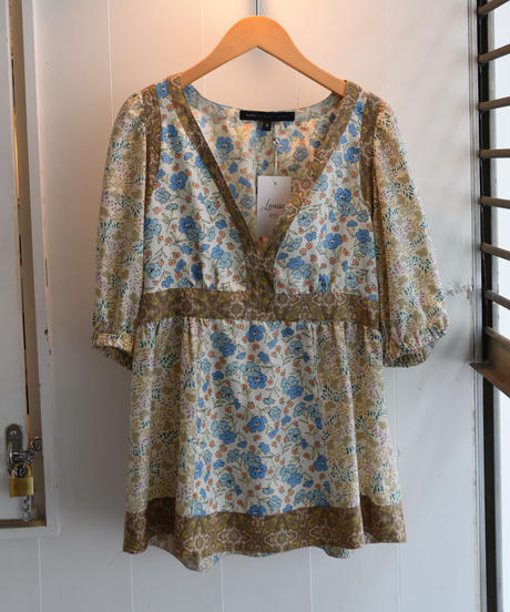 MARC BY MARC JACOBS/ Flower puff sleeve blouse.