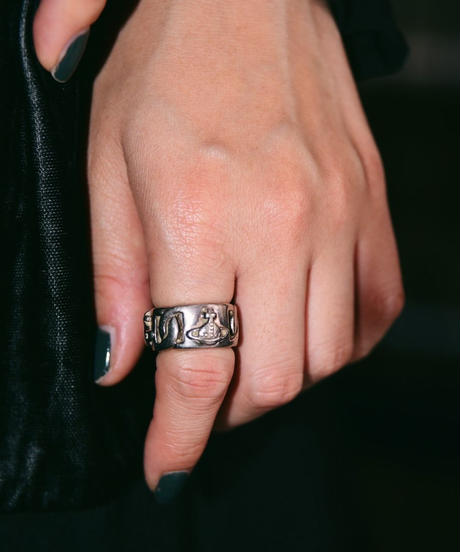 Vivienne westwood/ chain ring.