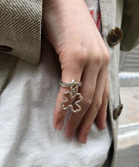CHANEL/vintage clover motif wave ring.  430005H